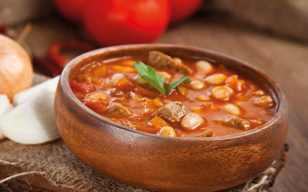 Witte bonen in tomatensaus met vlees